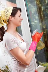 Fraubei der Hausarbeit