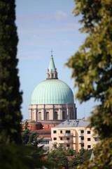 La cupola del Tempio Ossario vista dal Castello di Udine