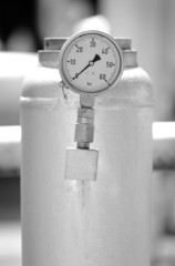 Pressure meter with metal pipe in petrol industry