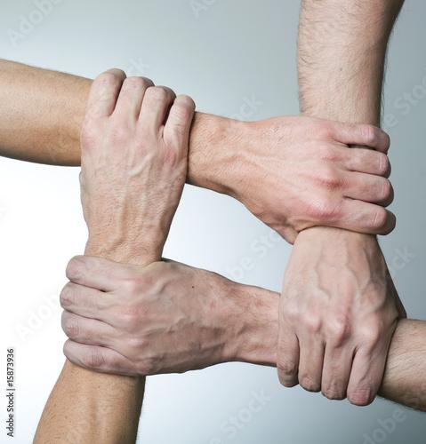 mains et solidarité