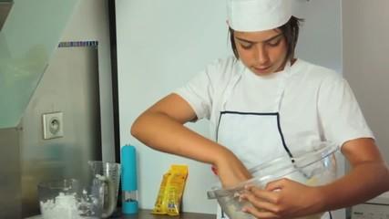 mélanger la pâte du gâteau