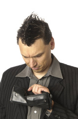 Business-Punk, Manager schaut in die leere brieftasche