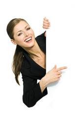 Geschäftsfrau zeigt mit Finger auf Textfreiraum