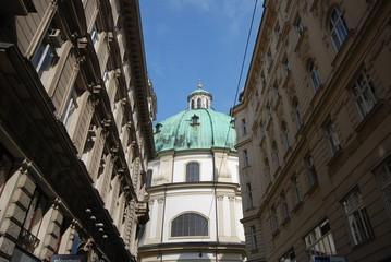 chiesa tra palazzi