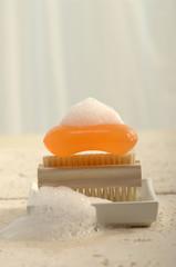 Seife auf Nagelbürste