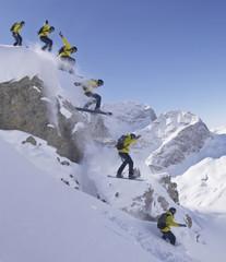 Schweiz, StMoritz, Skifahrer springen