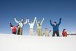 Italien, Südtirol, Seiseralm, Familie jubeln im Schnee