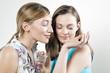Frau jungen testen Parfüm, die Augen geschlossen, Porträt