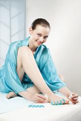 Frau Zehennägel, Fußnägel lackieren