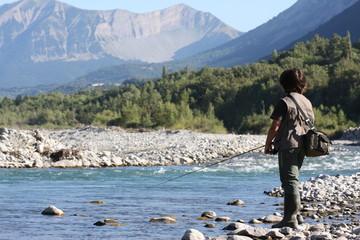 garçon à la pêche à la truite