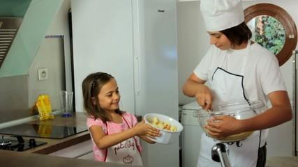 préparer un tiramisu en famille