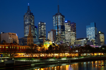 Night photo of Melbourne city