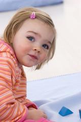Mädchen Kleinkind spielen, close-up