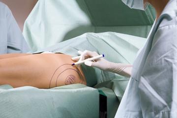 Chirurgin bei der Arbeit