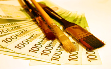 Brushes With 100 Euro Bills
