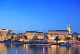 Fototapety Split harbour depicting Diocletian's palace, by night