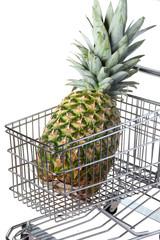 ananas su carrello supermercato