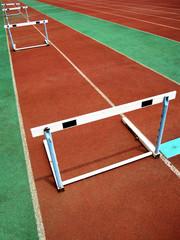 运动场的跨栏跑道