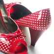 chaussures rouges à petits pois