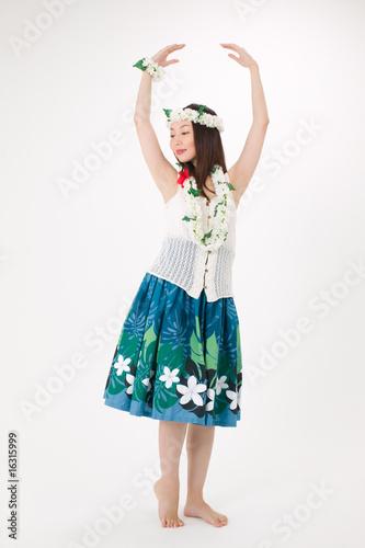 フラダンスを踊る女性