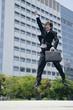スーツ姿でジャンプする若い男性
