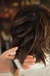 パーマ液を髪に塗布する