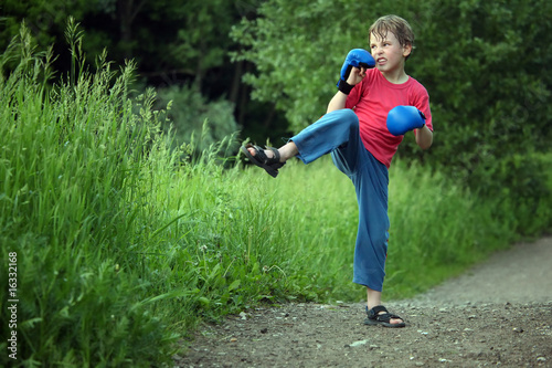 boy-boxer trains in park