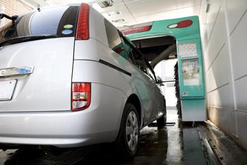 洗車機に入る車