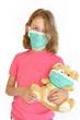 Fillette malade avec une peluche