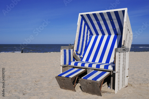 strandkorb nordsee ostsee meer strand blau stockfotos und lizenzfreie bilder auf. Black Bedroom Furniture Sets. Home Design Ideas