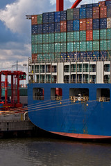 Containerschiff im Hafen, Export