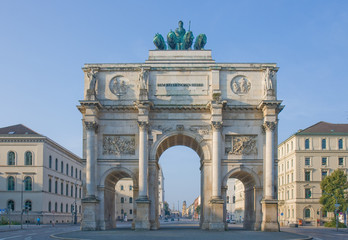 siegestor in morgensonne