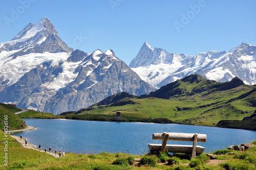 Deurstickers Alpen Devant les montagnes