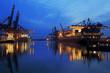 Containerschiffe, blaue Stunde, nachts