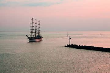 Tallship coming in to port