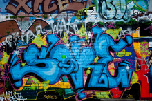 Détail des graffitis sur le mur de briques texture