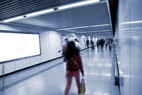 In de dag Tunnel subway station
