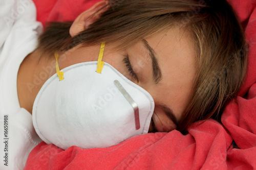 fatigué par la grippe - 16650988