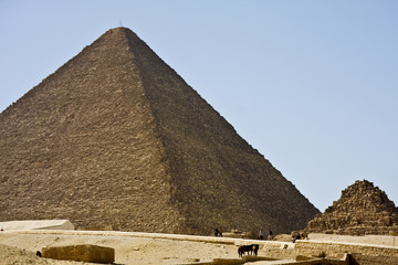 Pirámide y mastaba