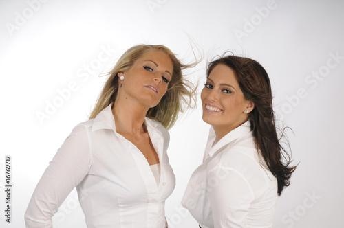 Zwei attaktive Damen