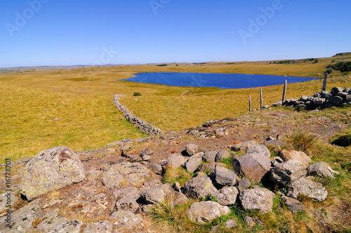 Le lac de saint andéol dans l'aubrac - 16778703