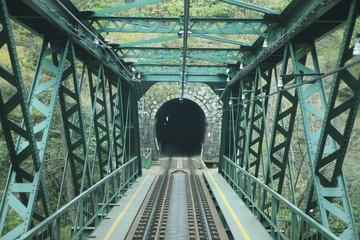 鉄橋とトンネル