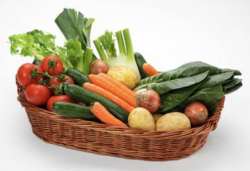 Verdure per minestrone in cesto