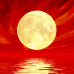 紅の空と満月
