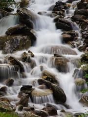 Cascata di fiume di montagna