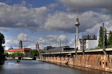 Berlin, S-Bahn Viadukt, Spree und Fernsehturm
