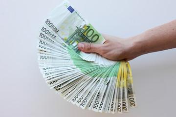 éventail de billets de banque
