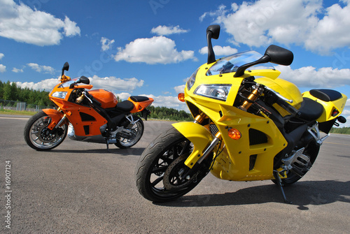 Staande foto Snelle auto s motorcycles on the road