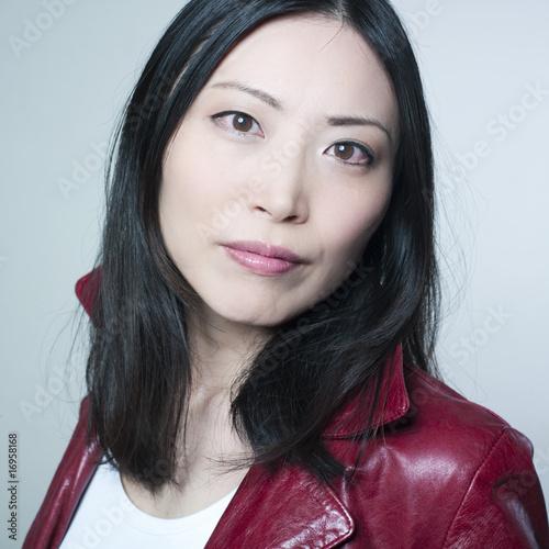 jeune femme asiatique photo libre de droits sur la banque d 39 images image 16958168. Black Bedroom Furniture Sets. Home Design Ideas