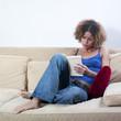 jeune femme lecture d'un livre
